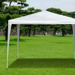 carpa plegable sobre cesped